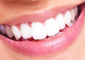 美白牙齿的十种食物